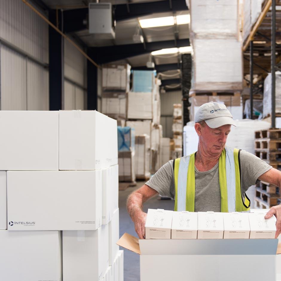 Intelsius operator moving sample transport packaging